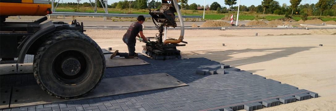 Groot infrawerk en bestrating parkeerplaatsGroot infrawerk en bestrating parkeerplaats in Wehl