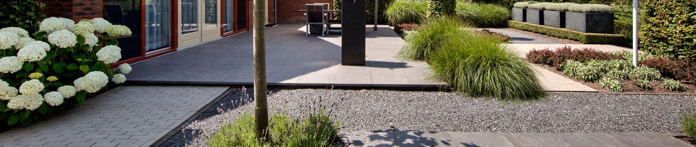 Op zoek naar bestrating voor je tuin. Bekijk onze collectie sierbestrating en terrastegels.